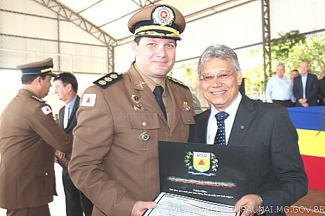 Prefeito recebe Diploma de Colaborador Benemérito no aniversário de 242  anos da PMMG ca898d06819