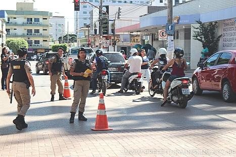 Prefeitura de Unaí - Maio Amarelo  Unaí promove blitz pela segurança ... 13f6ee7996